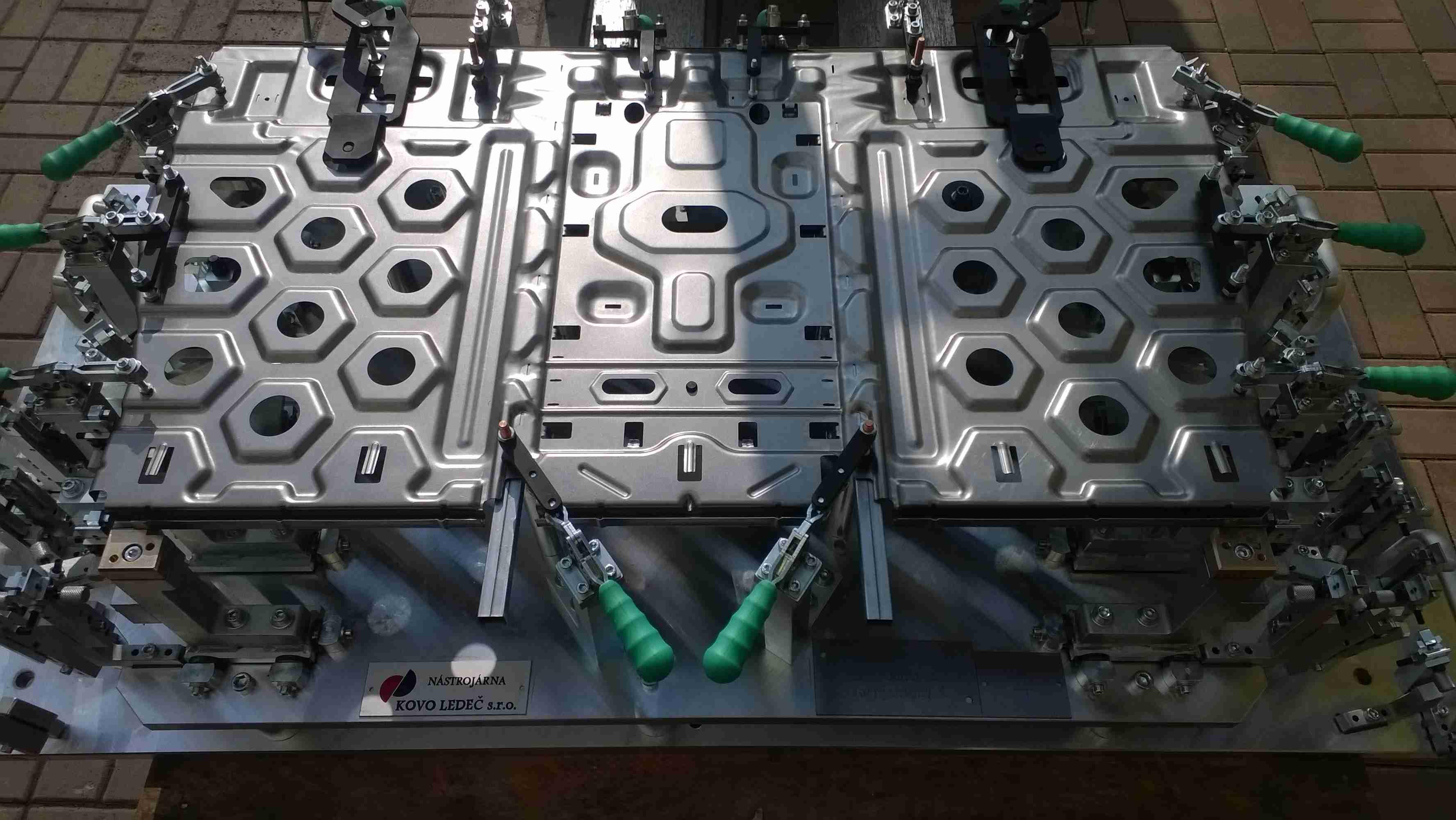 Sada předseriových svařovacích přípravku pro sedačku - BMW