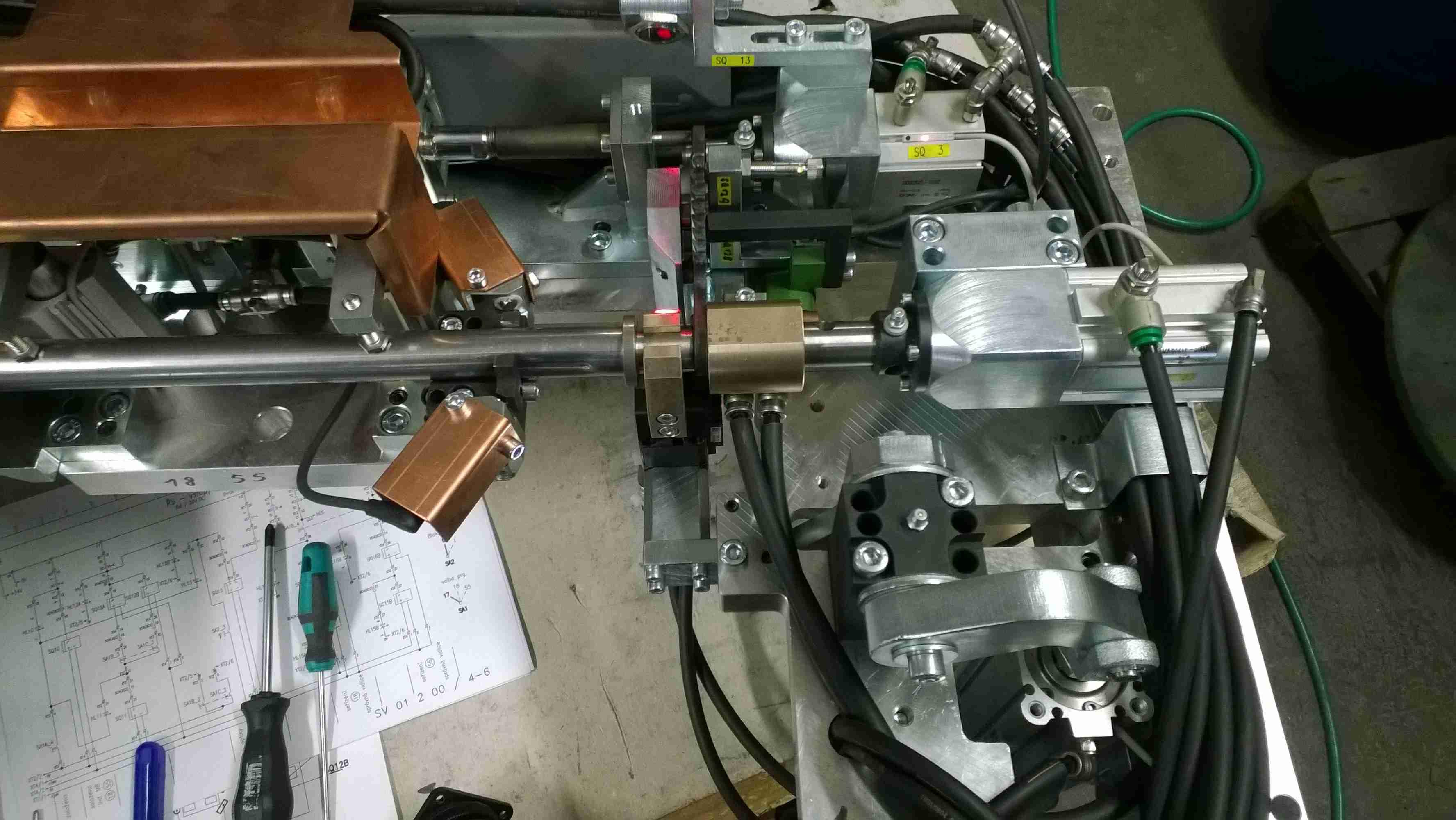 Pneumatický svařovací přípravek pro automotive s vodním chlazením